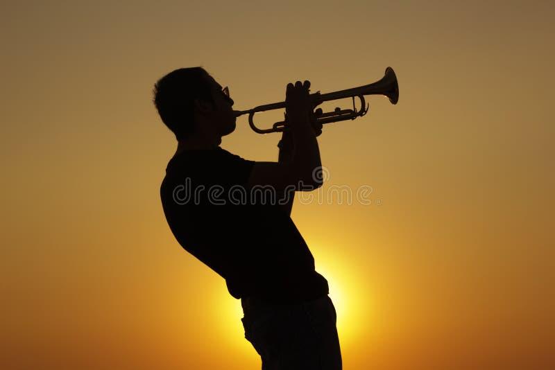 Nadruk op de vinger van de saxofoonspeler royalty-vrije stock afbeeldingen