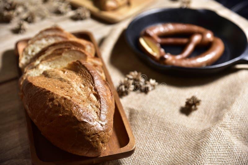 Nadrukvoedsel, Brood vers gebakken specialiteitpretzel stock foto