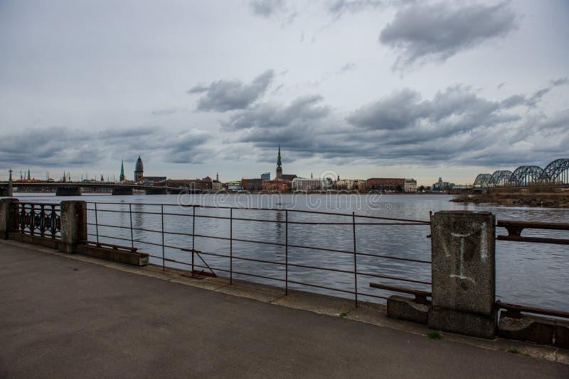 nadrzeczny widok stary centrum miasta Ryski, Latvia obraz stock