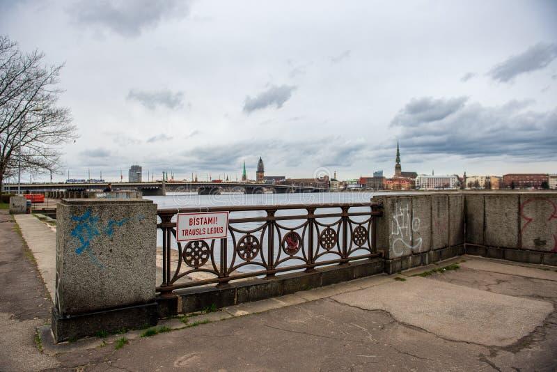 nadrzeczny widok stary centrum miasta Ryski, Latvia zdjęcie stock