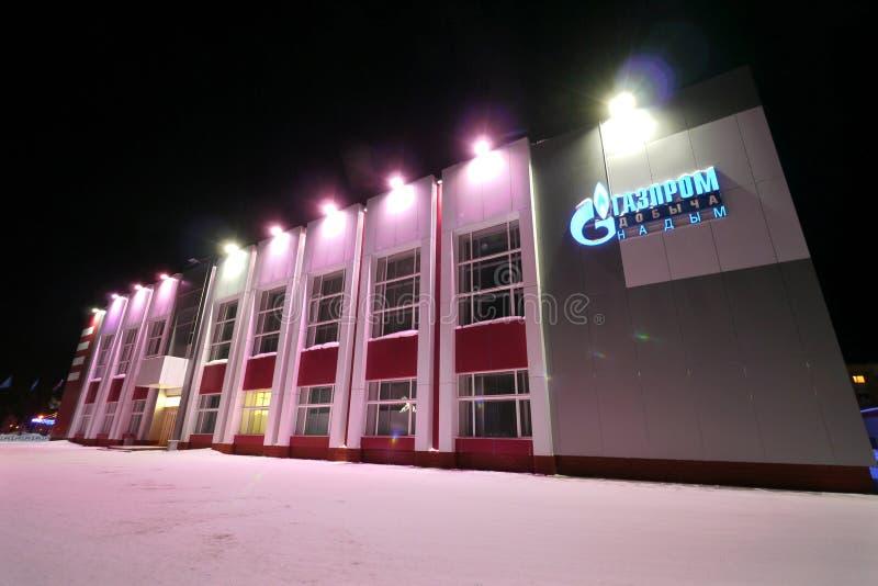 NADYM, RUSIA - 25 DE FEBRERO DE 2013: El primer del edificio de Gazprom imagenes de archivo