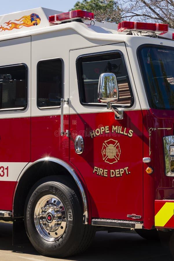 Nadzieja młynów Pożarniczego działu ciężarówka Aparatus, Pólnocna Karolina, USA-7 Kwiecień 2018 obrazy stock