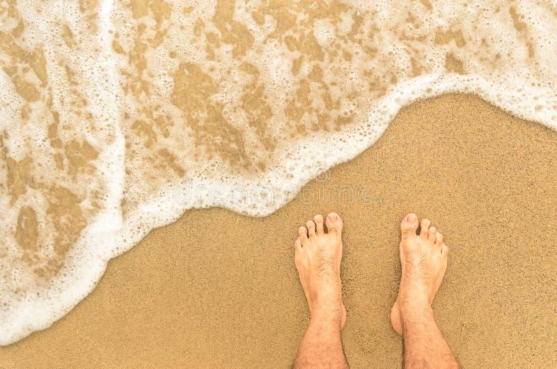 Nadzy cieki przy plażą - Barefeet natury tło obrazy stock