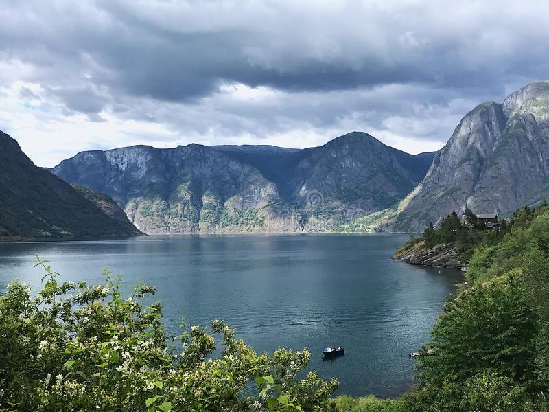 Naeroyfjord Noruega imagenes de archivo