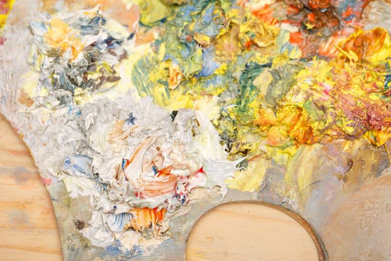 Nafciane farby na drewnianej palecie zdjęcie royalty free