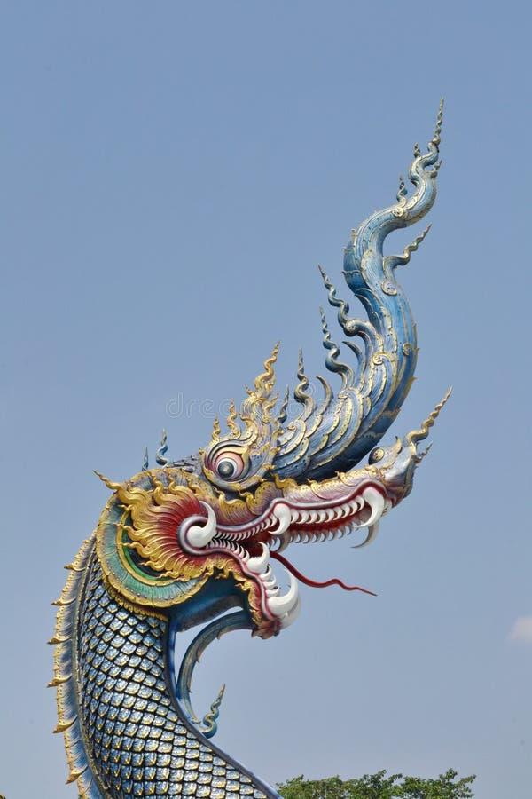 Naga: Arte do estuque em Wat Rong Sua Ten, Chiang Rai Province, Tailândia foto de stock royalty free