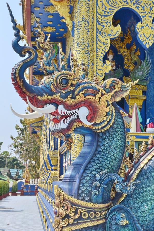 Naga: Arte do estuque em Wat Rong Sua Ten, Chiang Rai Province, Tailândia fotos de stock royalty free