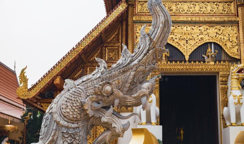 Naga bei Wat Phra Sing, Chiang Rai, Thailand stockbild