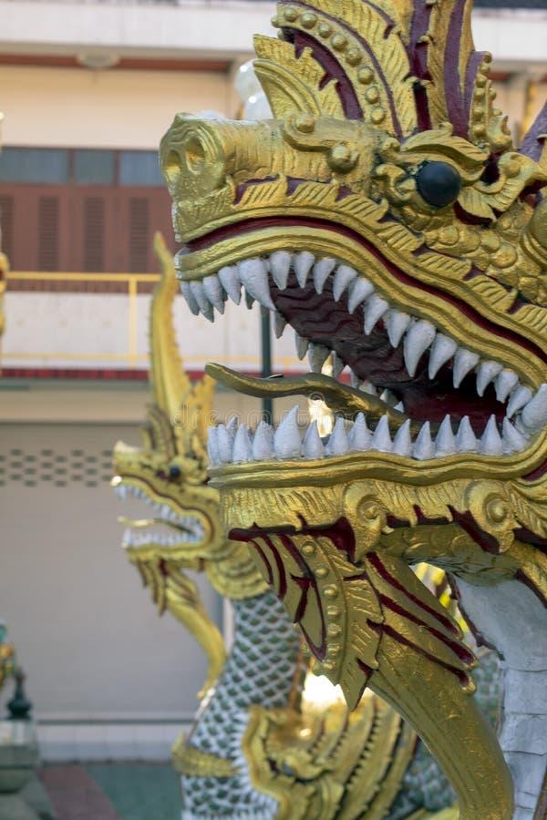 Naga bij ingang van Wat Klang Wieng, Chiang Rai, Thailand stock foto