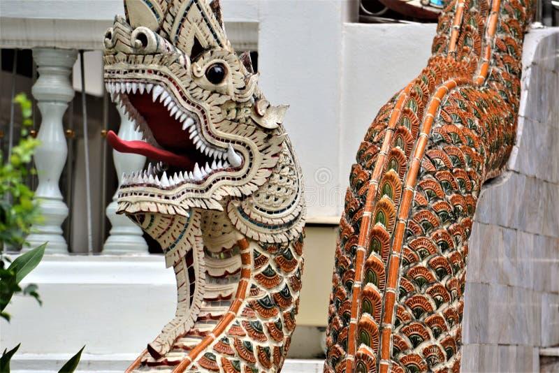 Naga de la serpiente en templo tailandés imagen de archivo libre de regalías