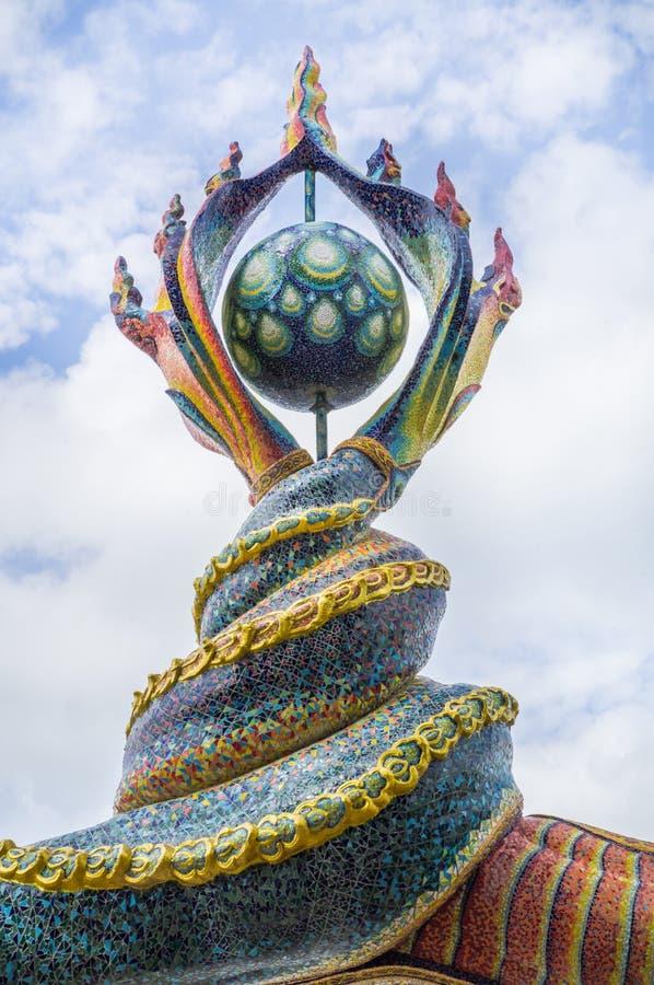 Naga ogonów rzeźba dekorował z oszkloną płytką fotografia royalty free