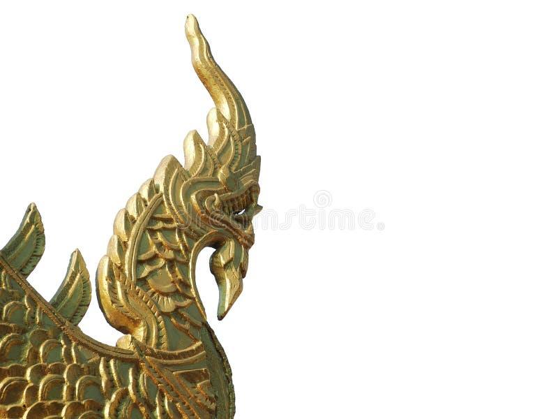 Naga of Serpentkoningsstandbeeld in boeddhistische die tempel op witte achtergrond wordt geïsoleerd stock afbeelding