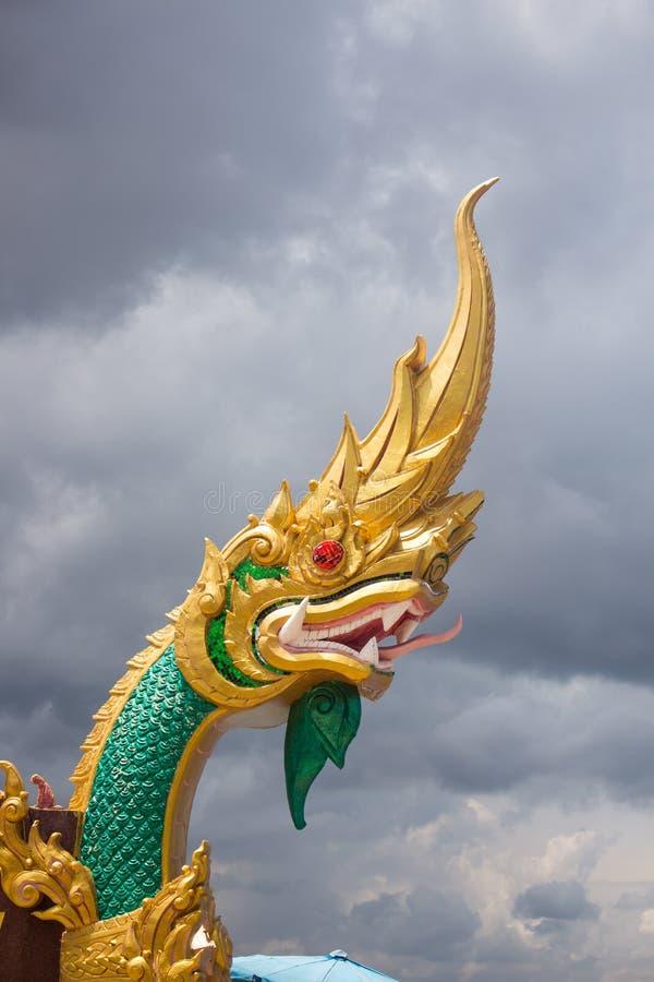 Naga statua i niebo Tajlandia zdjęcie stock