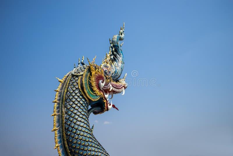 Naga statua na niebieskiego nieba tle w Thailand fotografia stock