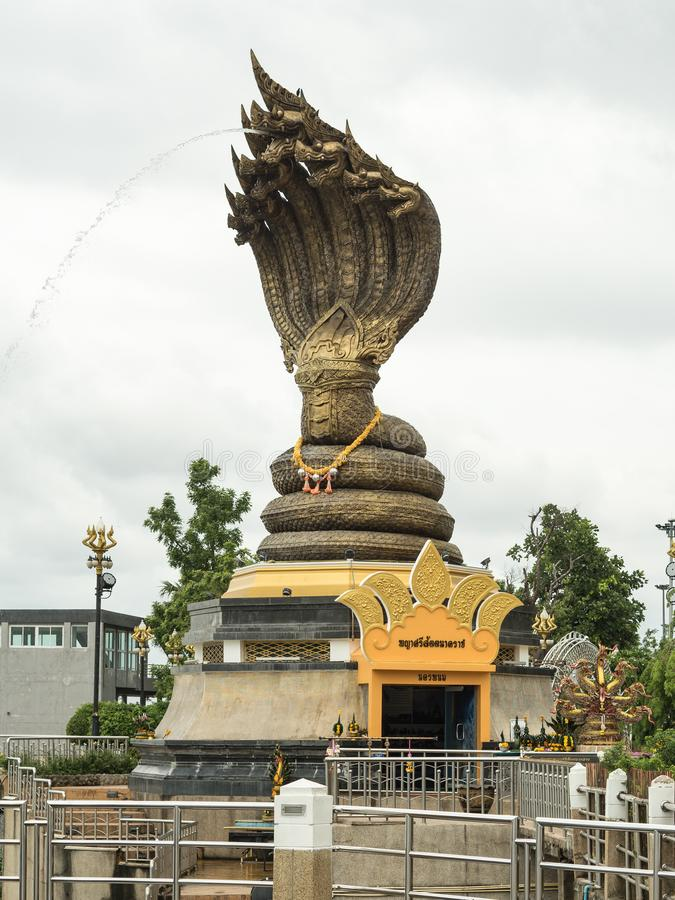 Naga statua wymieniaj?cy Phaya Sisattanakar W Nakhonphanom prowincjona?u parku, Tajlandia fotografia royalty free