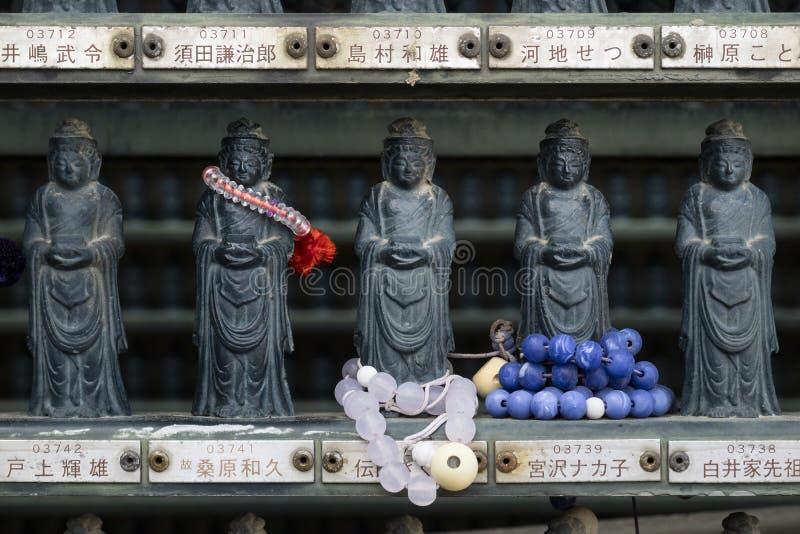 Nagano, Japon - 3 juin 2017 : Rangées de pierre traditionnelle découpées images libres de droits
