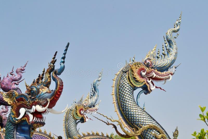 Nagas: Arte do estuque em Wat Rong Sua Ten, Chiang Rai Province, Tailândia imagens de stock royalty free