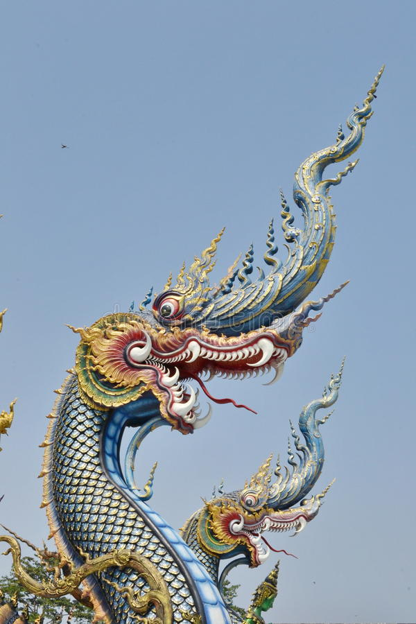 Nagas: Arte do estuque em Wat Rong Sua Ten, Chiang Rai Province, Tailândia foto de stock royalty free