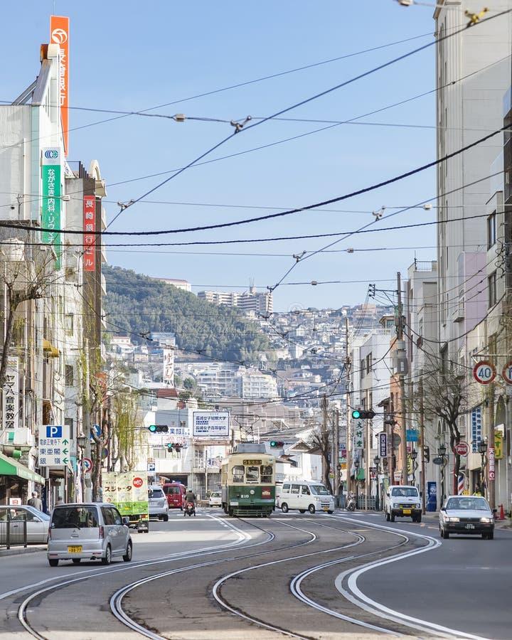 Nagasaki, Japan - Februari 23, 2012: De stad van Nagasaki met Tramrai royalty-vrije stock afbeeldingen