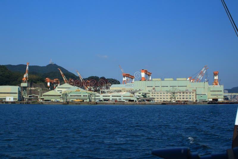NAGASAKI, JAPAN - 2016: Mening van de haven van Nagasaki op de stad en de omringende bergen royalty-vrije stock afbeeldingen