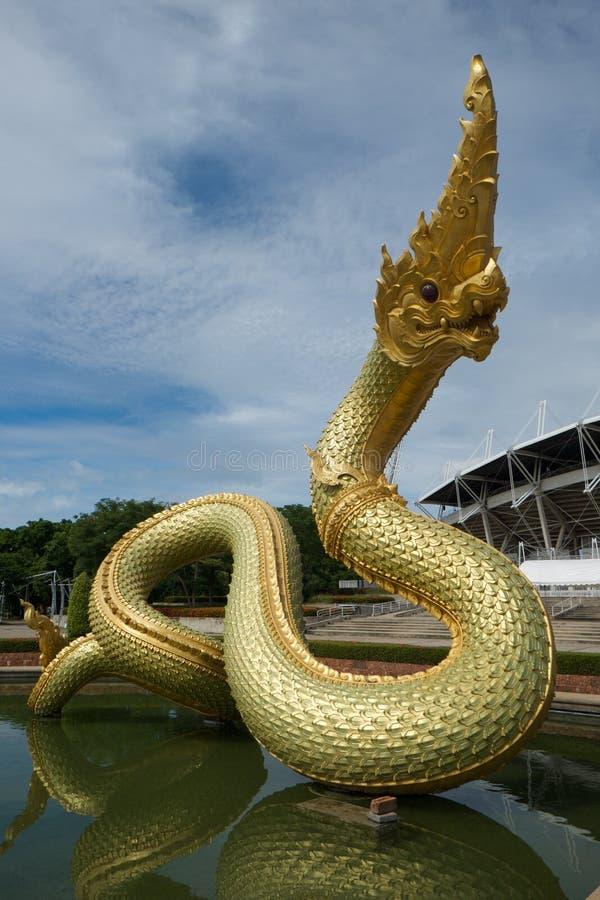 Nagastatue auf dem Wasser lizenzfreies stockfoto