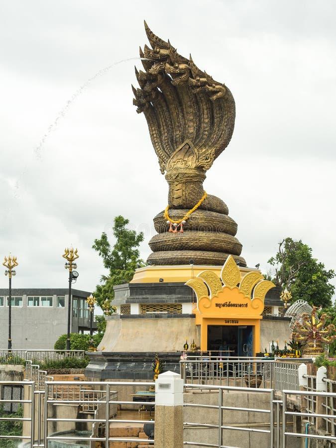 Nagastatue nannte Phaya Sisattanakar in provinziellem Park Nakhonphanom, Thailand lizenzfreies stockbild