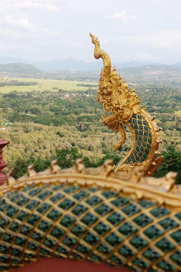 Nagastatyn i Thailand, i legendNaga är att skydda buddism arkivfoto