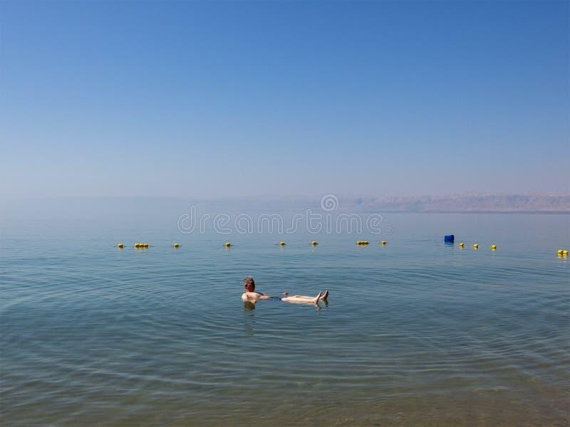 Nageant, flottant, mer morte, voyage, Moyen-Orient image libre de droits