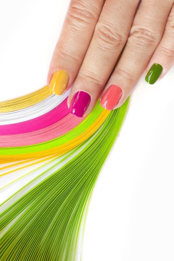 Nagel art Roze, groen, geel, perziknagellak stock afbeeldingen