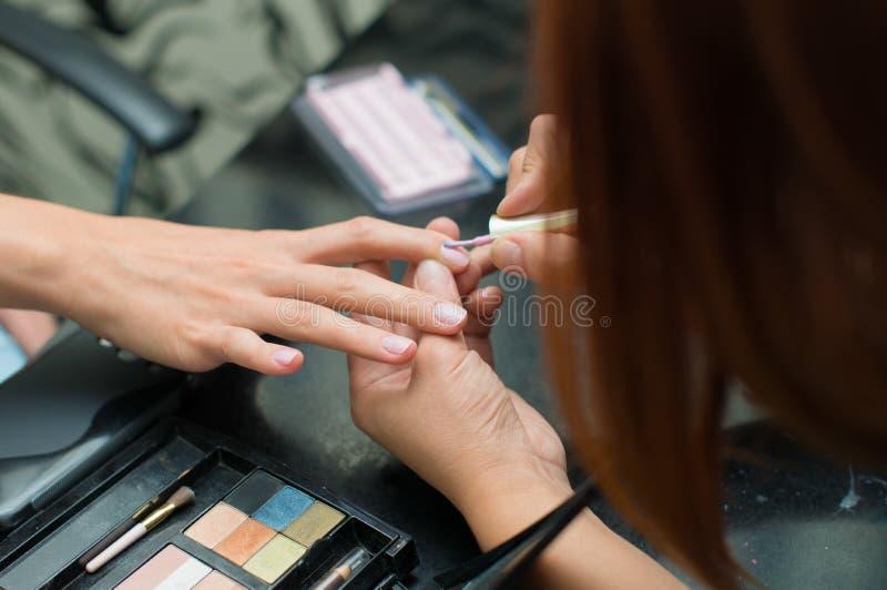 Nagelkunstsalon, Nagelkunst, Nagelkunst für Hochzeit, Schönheitssalon für Nägel lizenzfreie stockfotos