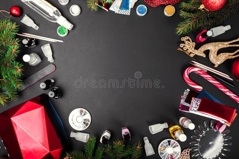 Nagelkunstzusätze Weihnachtsverkauf Maniküreprodukteinkauf Gelpolitur, UVlampe, Entferner, Bergkristalle, Folie lizenzfreie stockfotografie