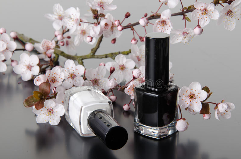 nagellack mit blumen stockfoto bild von farbe k nstler 40180058. Black Bedroom Furniture Sets. Home Design Ideas