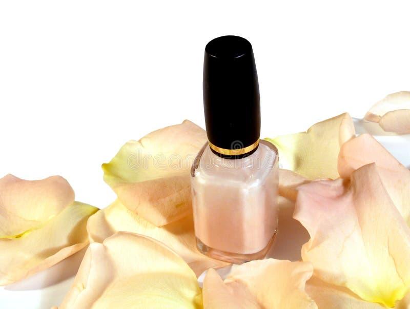 Nagellak op bloemblaadjes royalty-vrije stock afbeeldingen
