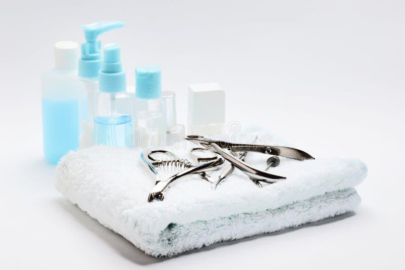 Nagellakken en hulpmiddelen voor manicure stock afbeelding