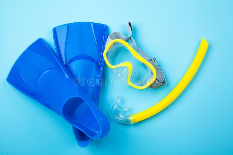 Nageoires bleues sur le fond de couleur image stock