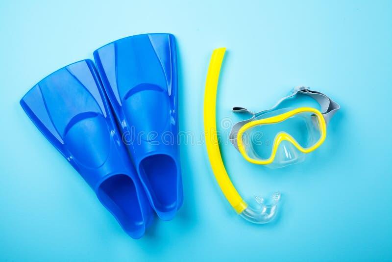 Nageoires bleues sur le fond de couleur photos stock