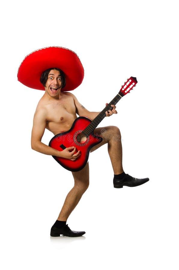 Nagi mężczyzna z sombrero bawić się gitarę na bielu fotografia royalty free