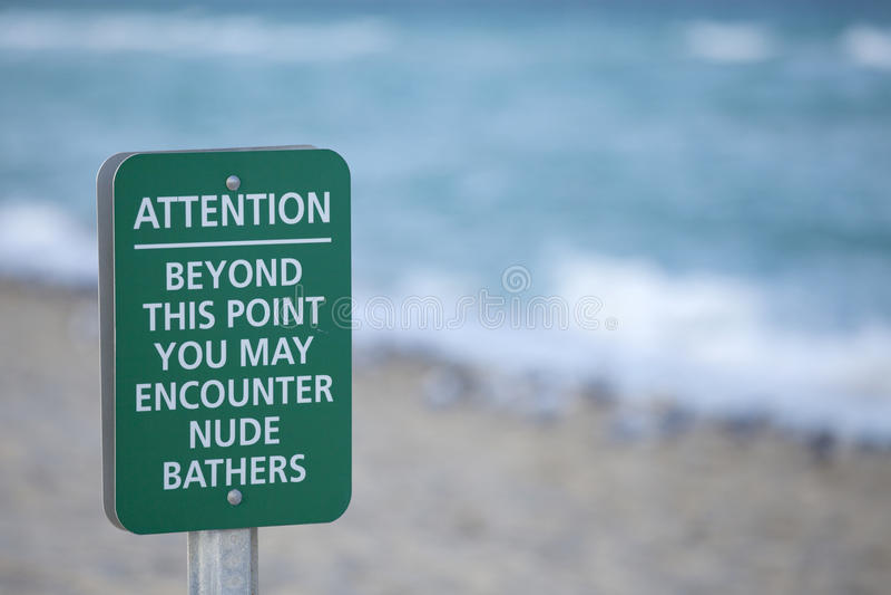 Nagiej postaci plaży znak zdjęcia royalty free