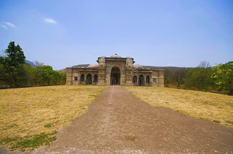 Nagina Masjid清真寺外面看法纯净的白色石头的,联合国科教文组织保护了Champaner - Pavagadh考古学公园,古杰雷特, Indi 图库摄影