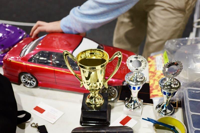 Nagrody przy rywalizacjami w bieżnych samochodach na radiowej kontrola obrazy stock