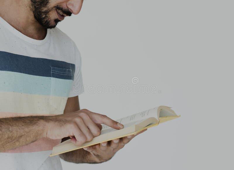 Nahöstliches Mann-Lesebuch-Bildungs-Wissens-Konzept stockfotografie