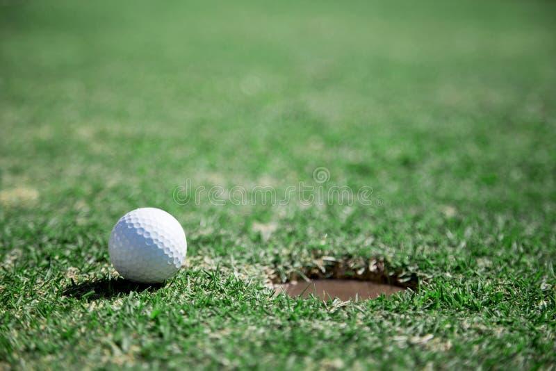 nah an Zielzielkonzept mit Golfsporttitel lizenzfreie stockfotos
