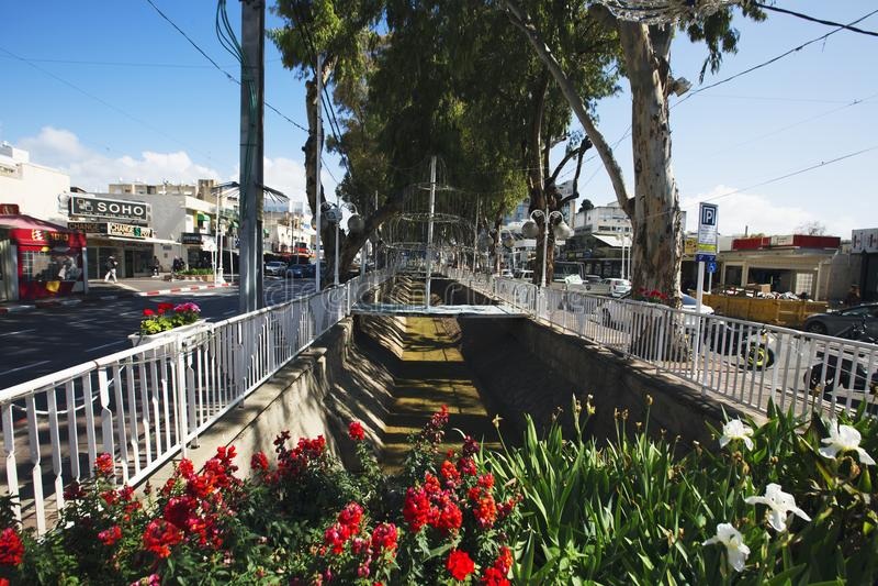 NAHARIYA, ISRAELE 9 MARZO 2018: Via nel centro di Nahariya, Israele fotografia stock libera da diritti