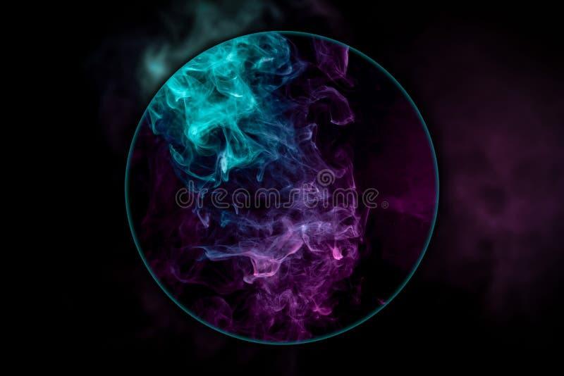 Nahaufnahme Ñ  laut vom Rosa und vom blauen Rauche vektor abbildung