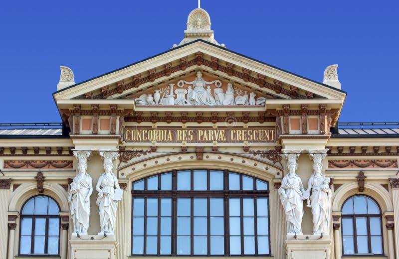 Nahaufnahme auf der Fassade von Ateneum Art Museum in Helsinki stockfotografie