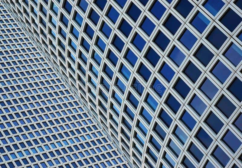 Nahaufnahme auf zwei Wolkenkratzern lizenzfreie stockbilder