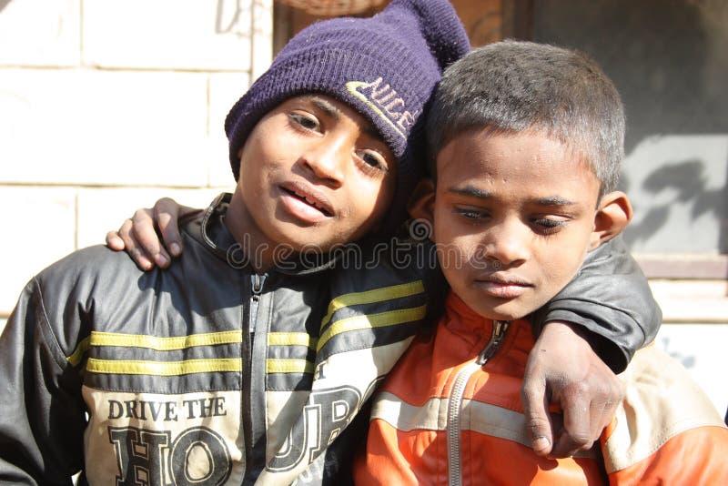 Nahaufnahme der armen Kinder in Indien stockbild