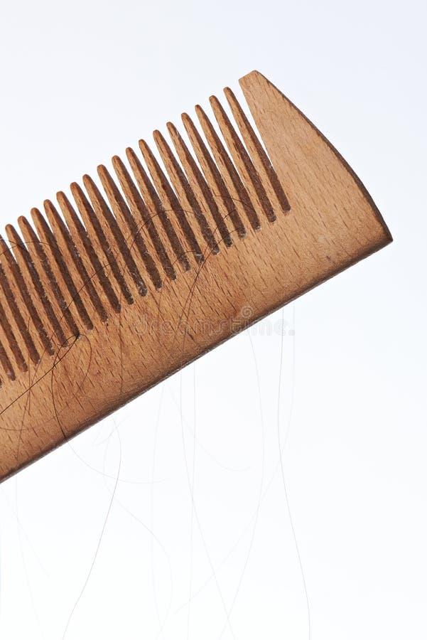 Nahaufnahme der Bürste mit dem verlorenen Haar lizenzfreie stockfotos
