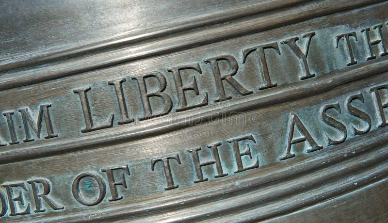 Nahaufnahme der Beschriftung auf Liberty Bell-Horizontal stockfoto