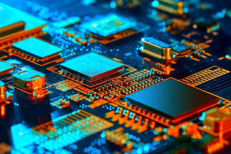 Nahaufnahme der elektronischen Leiterkarte High-Tech-Platine stockfoto